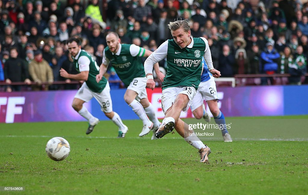 Jason Cummings of Hibernaian scores a penalty during the Scottish League Cup Semi final match between Hibernian and St Johnstone at Tynecastle Stadium on January 30, 2016 in Edinburgh, Scotland.