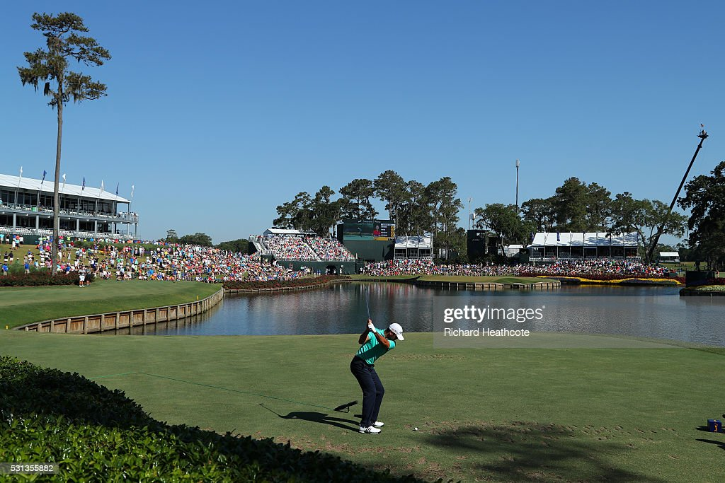 Jason Day of Australia tee's off at the 17th during the resumption of the weather delayed second round of THE PLAYERS Championship at the Stadium course at TPC Sawgrass on May 14, 2016 in Ponte Vedra Beach, Florida.
