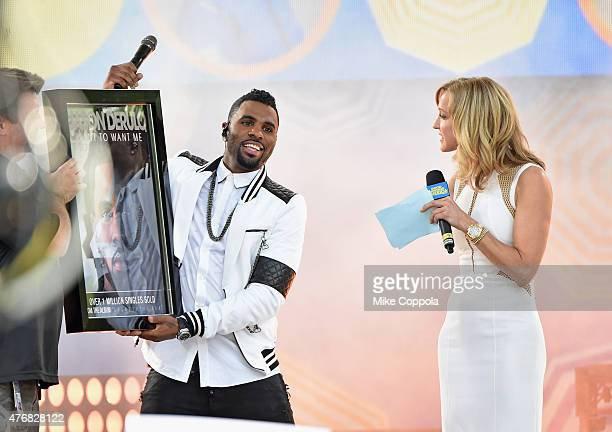 Jason Derulo accepts an award with Lara Spencer before he performs on ABC's Good Morning America at Rumsey Playfield Central Park on June 12 2015 in...