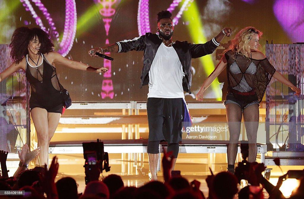 Jason Derulo onstage during IHeartRadio Summer Pool Party