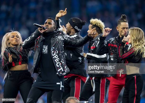 Jason Derulo performs at halftime during an NFL game between the Detroit Lions and the Minnesota Vikings at Ford Field on November 23 2016 in Detroit...