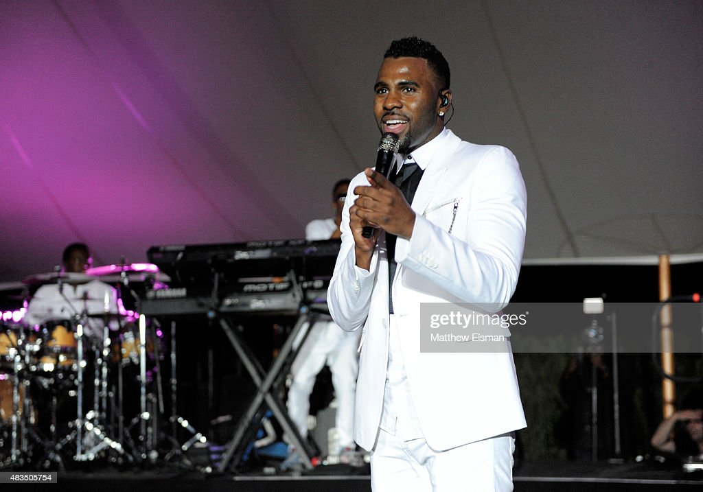 Jason Derulo performs at VH1 Save The Music Foundations 'Hamptons Live' benefit hosted by Billy and Julie Macklowe at a private estate on August 8, 2015 in Sagaponack, New York.