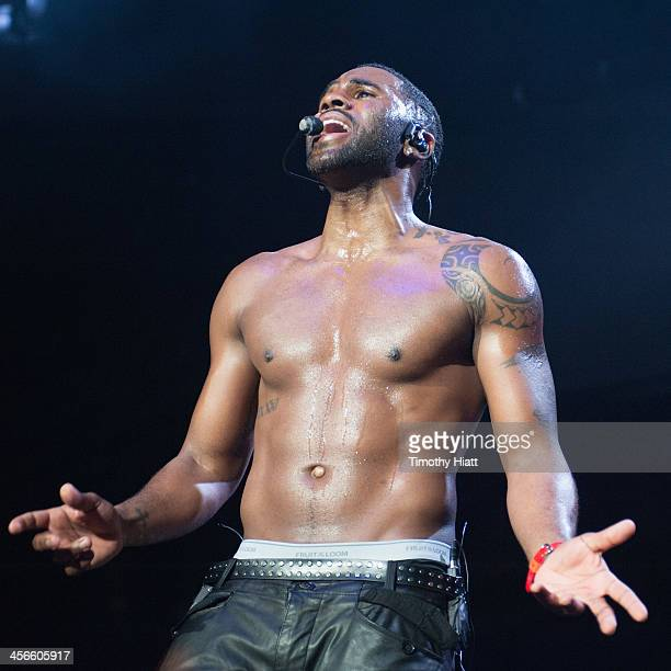 Jason Derulo performs during the B96 Pepsi Jingle Bash at Allstate Arena on December 14 2013 in Chicago Illinois