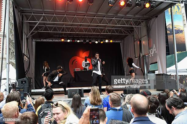 Jason Derulo performs onstage at Applebee's Hosts Taste the Change Fest in Times Square introducing New Menu on May 13 2015 in New York City