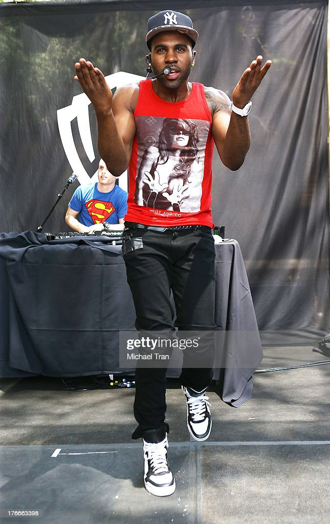 Jason Derulo performs onstage at the Warner Bros. Records Summer Sessions held at Warner Bros. Records outdoor patio on August 16, 2013 in Burbank, California.