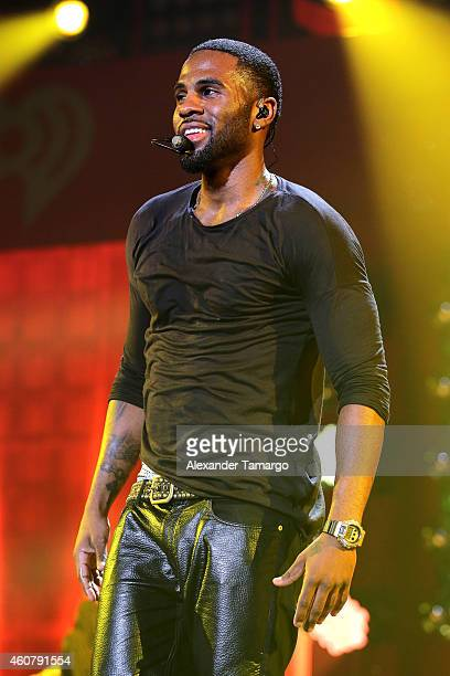 Jason Derulo performs onstage during 93.3 FLZ's Jingle Ball 2014 at Amalie Arena on December 22, 2014 in Tampa, Florida.