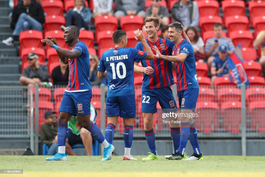 A-League Rd 5 - Newcastle v Perth : ニュース写真