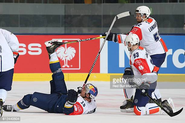 Jason Jaffray of Munich and Arvid Lundberg of Vaxjo during the Champions Hockey League Round of 32 match between Red Bull Munich and Vaxjo Lakers at...