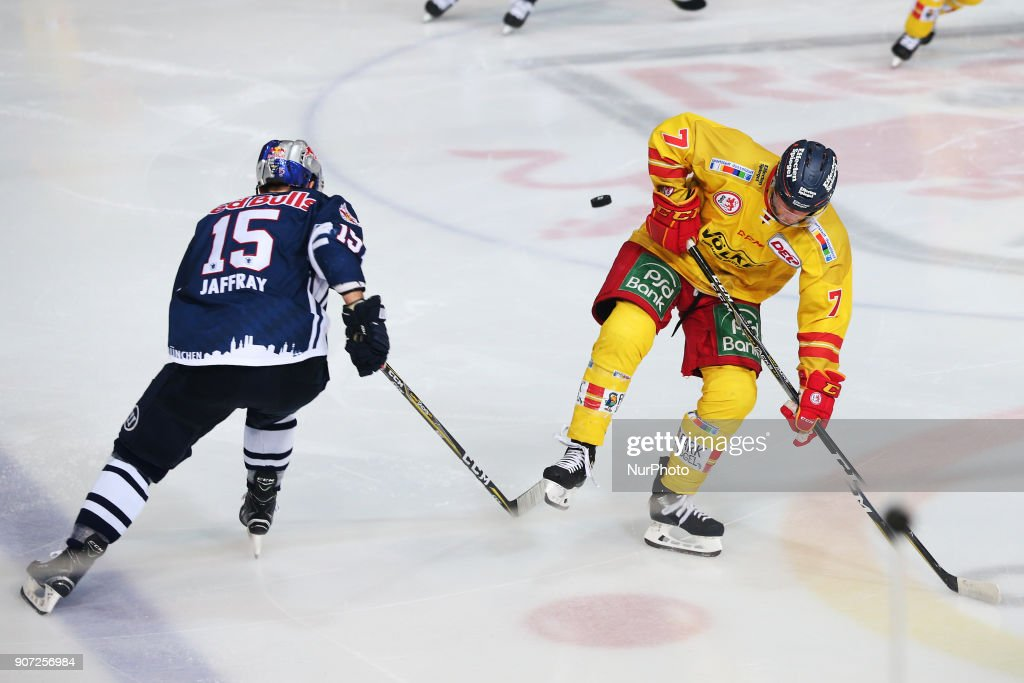 Red Bull Munich v Duesseldorfer EG - German Ice Hockey League