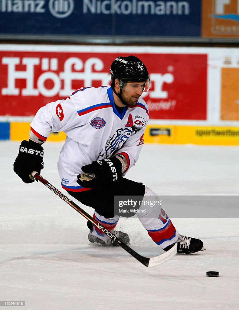 EHC Red Bull Muenchen v Thomas Sabo Ice Tigers - DEL
