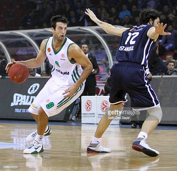 Jason Kapono of Panathinaikos Athens competes with Sasha Vujacic of Anadolu Efes during the 20122013 Turkish Airlines Euroleague Top 16 Date 2...