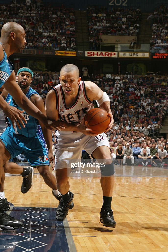 big sale dd2bc 1d43e Jason Kidd of the New Jersey Nets goes up against Elden ...