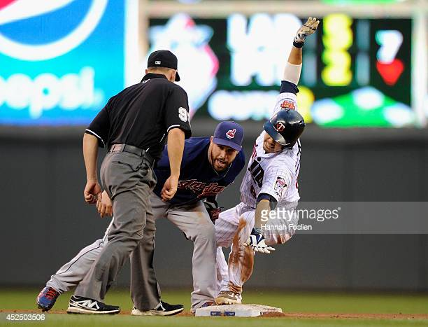 Jason Kipnis of the Cleveland Indians tags out Kurt Suzuki of the Minnesota Twins at second base as umpire Will Little looks on during the fourth...