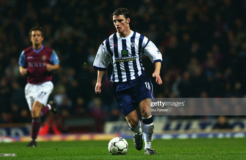 Jason Koumas of West Bromwich Albion running with the ball at his feet : News Photo