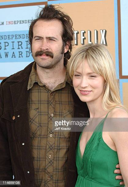 Jason Lee and Beth Riesgraf during Film Independent's 2006 Independent Spirit Awards Arrivals in Santa Monica California United States