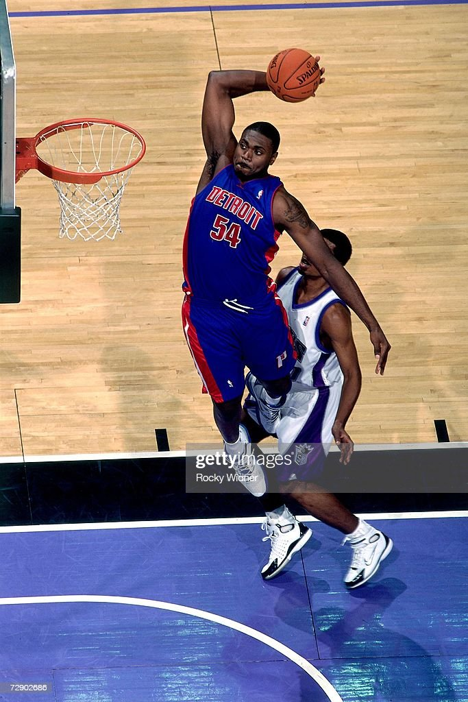 Jason Maxiell #54 of the Detroit Pistons elevates for a dunk during a game against the Sacramento Kings at Arco Arena on November 8, 2006 in Sacramento, California. The Kings won 99-86.
