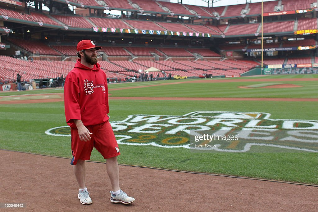 Jason Motte of the St  Louis Cardinals walks back to the