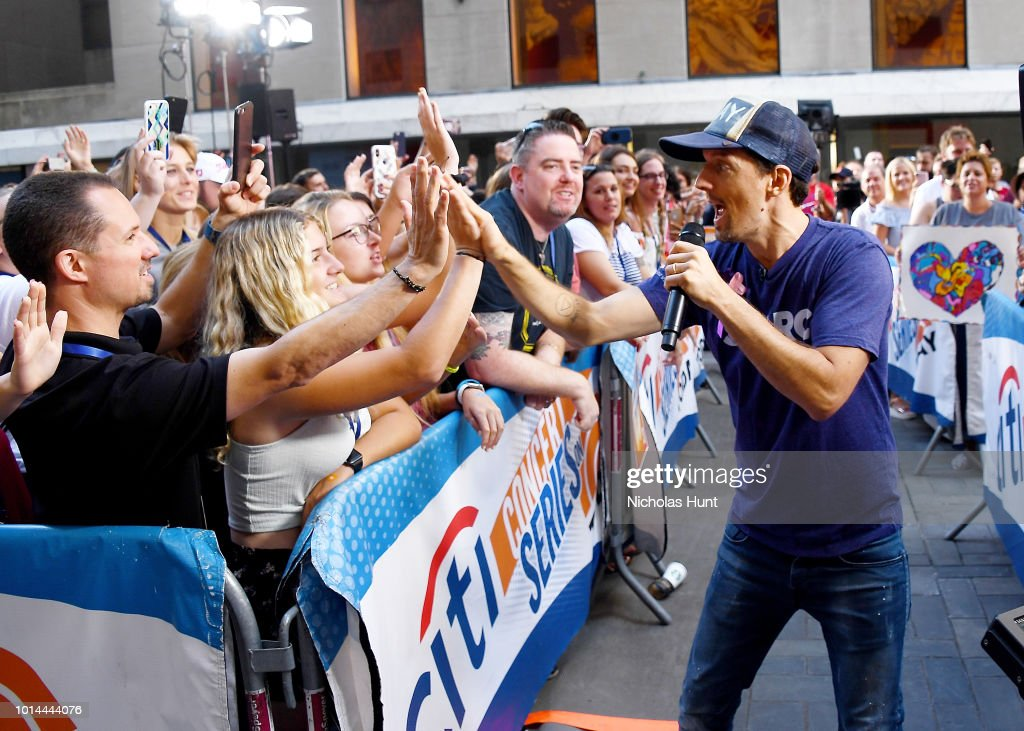 Jason Mraz Performs On NBC's 'Today' at Rockefeller Plaza on August 10, 2018 in New York City.