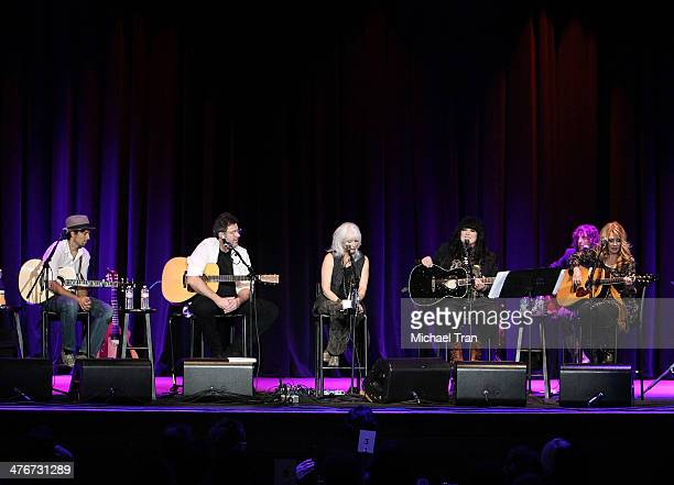Jason Mraz Vince Gill Emmylou Harris Ann Wilson and Nancy Wilson perform onstage during the Country Music Hall of Fame Museum's 'All For The Hall'...
