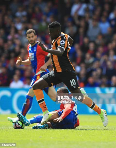 Jason Puncheon of Crystal Palace tackles Alfred N'Diaye of Hull City during the Premier League match between Crystal Palace and Hull City at Selhurst...