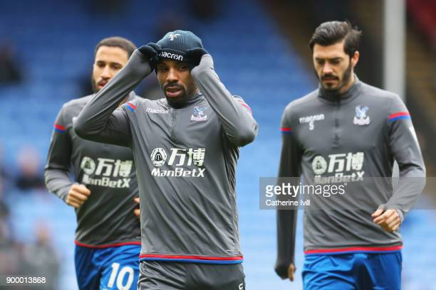 Jason Puncheon of Crystal Palace warms up with team mates prior to the Premier League match between Crystal Palace and Manchester City at Selhurst...