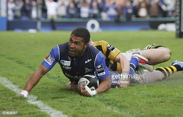 Jason Robinson of Sale Sharks dives over the line ahead of Josh Lewsey of London Wasps to score a try during the Guinness Premiership Semi Final...