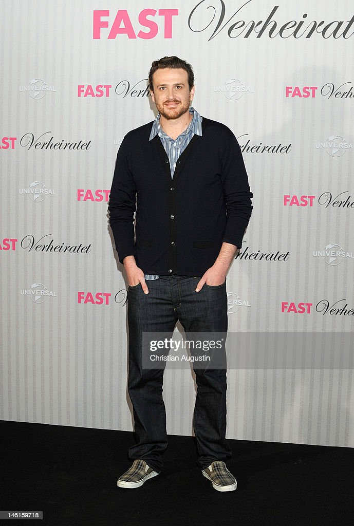 Jason Segel attends 'The Five-Year Engagement' Photocall (Fast verheiratet) at Hotel Park Hyatt on June 11, 2012 in Hamburg, Germany.