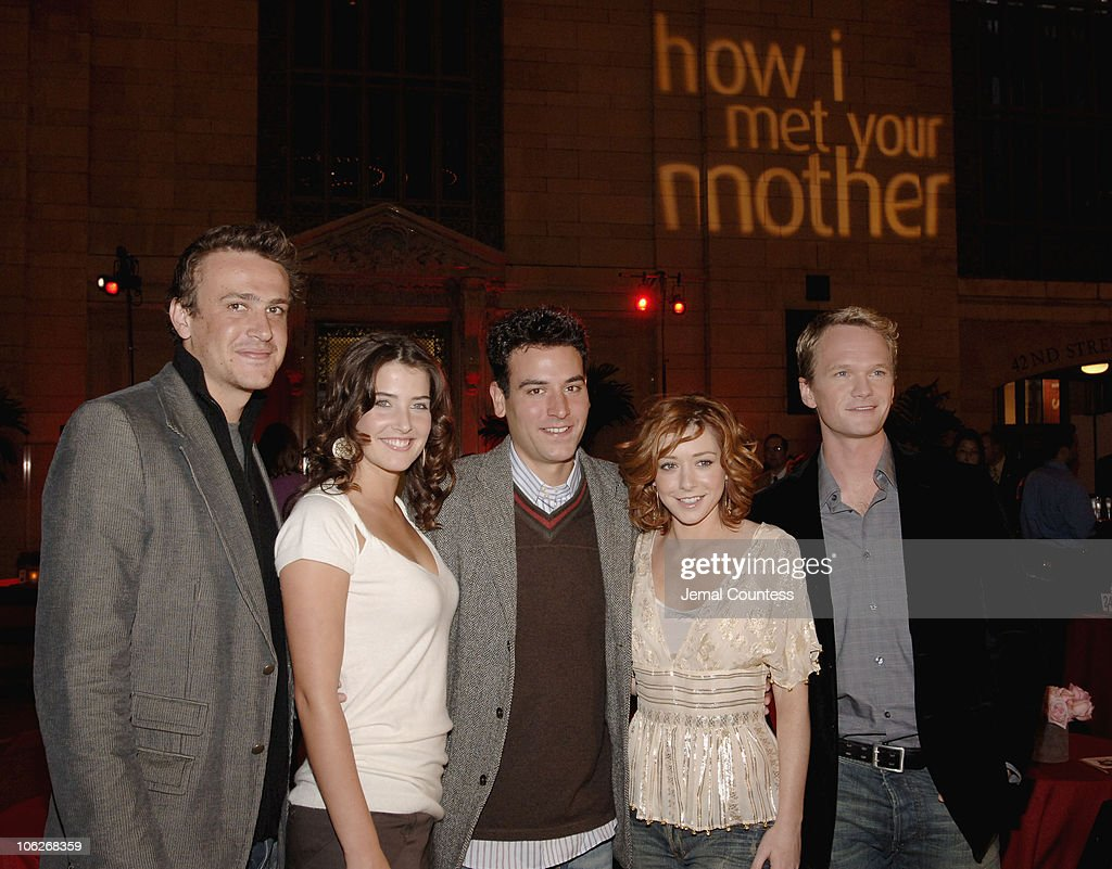 The Cast of 'How I Met Your Mother' Host 'Speed Dating at Grand Central' : News Photo