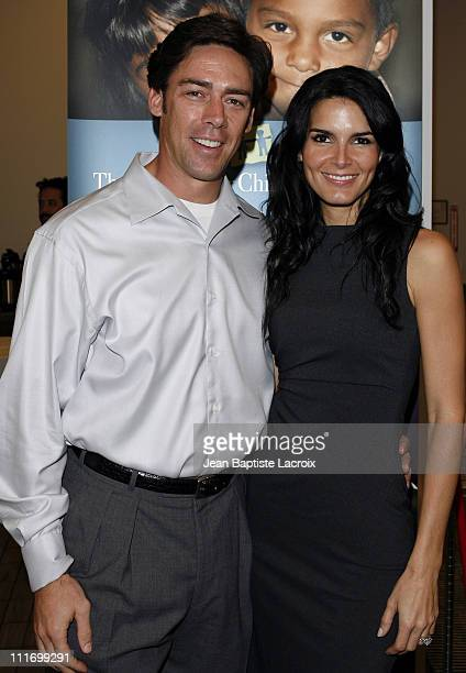 Jason Sehorn and Angie Harmon host PreThanksgiving dinner at the Kitchen Academy on November 17 2007 in Hollywood California