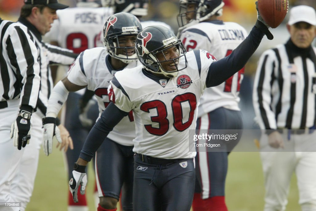 Jason Simmons #30 of the Houston Texans recovers a fumble against the Pittsburgh Steelers on December 8, 2002 at Heinz Field in Pittsburgh, Pennsylvania. The Texans beat the Steelers 24-6.