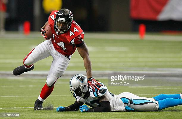 jason-snelling-of-the-atlanta-falcons-breaks-a-tackle-by-sherrod-of-picture-id107848845?s=612x612