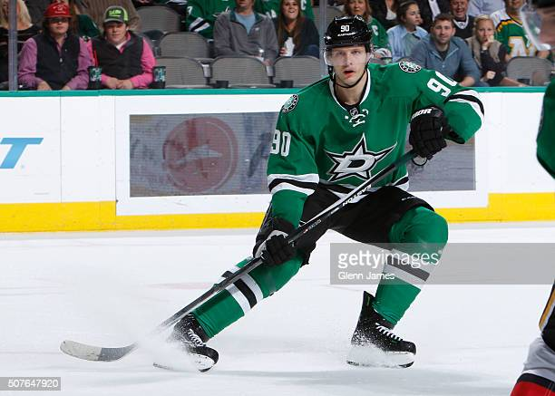 Jason Spezza of the Dallas Stars skates against the Calgary Flames at the American Airlines Center on January 25 2016 in Dallas Texas