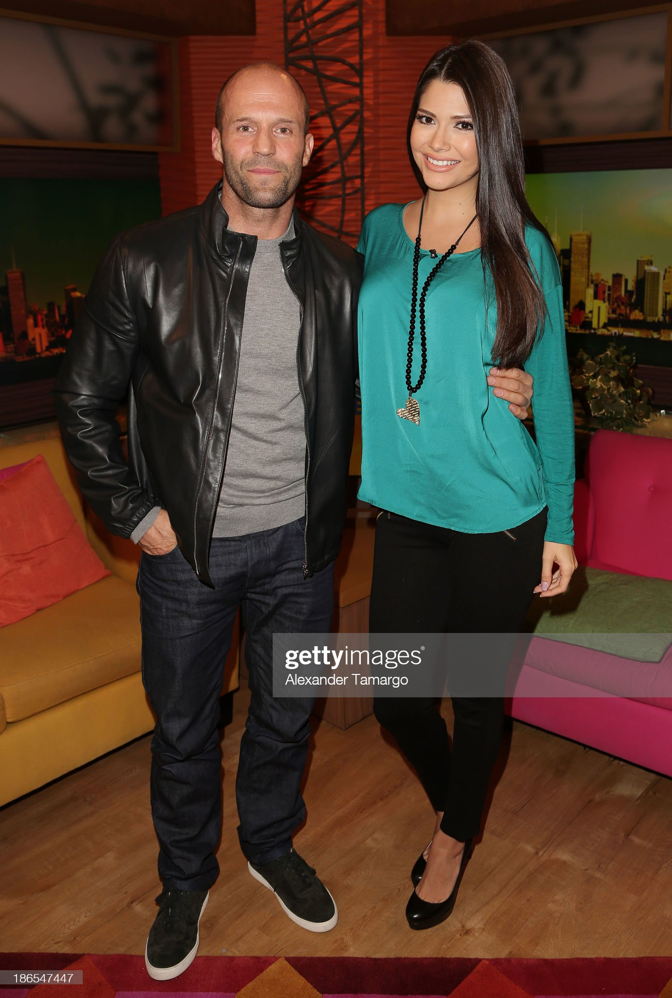 ¿Cuánto mide Jason Statham? - Real height Jason-statham-and-ana-patricia-gonzalez-are-seen-on-the-set-of-to-picture-id186547447?s=2048x2048