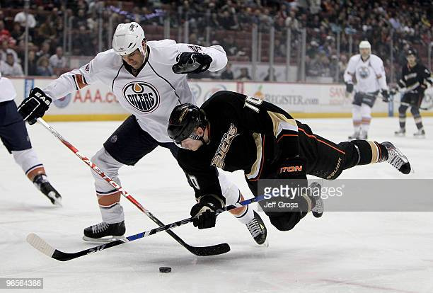 Jason Strudwick of the Edmonton Oilers and Corey Perry of the Anaheim Ducks battle for the puck in the first period at the Honda Center on February...