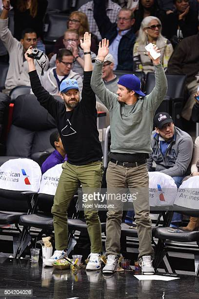 Jason Sudeikis does the wave at a basketball game between the Charlotte Hornets and the Los Angeles Lakers at Staples Center on January 9 2016 in Los...