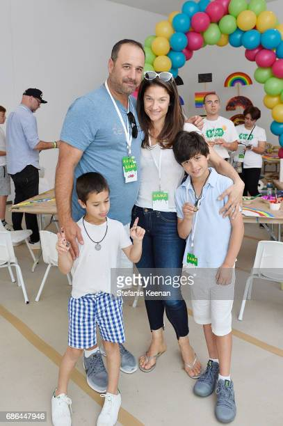 Jason Sugarman Elizabeth Guber and children attend Hammer Museum KAMP 2017 on May 21 2017 in Los Angeles California