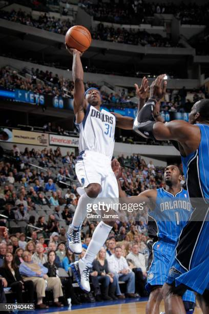 Jason Terry of the Dallas Mavericks shoots against Gilbert Arenas and Dwight Howard of the Orlando Magic during a game on January 8 2011 at the...