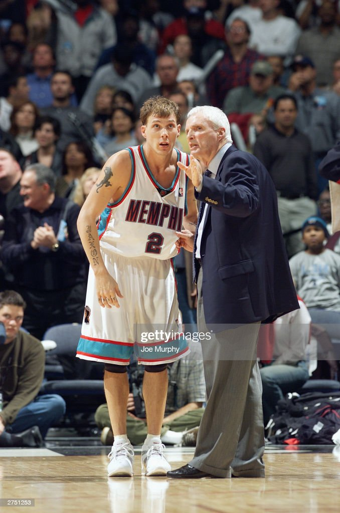 Jason Williams #2 and head coach Hubie Brown of the Memphis Grizzlies talk during a break in the game against the Dallas Mavericks at The Pyramid on November 15, 2003 in Memphis, Tennessee. The Grizzlies won in overtime 108-101.