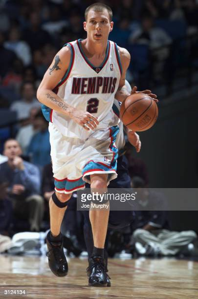 Jason Williams of the Memphis Grizzlies dribbles the ball up the court against the Los Angeles Clippers during the game on March 12 2004 at The...