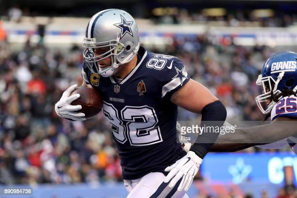 Jason Witten of the Dallas Cowboys catches a 20 yard pass to score a touchdown against the New York Giants in the fourth quarter during the game at...