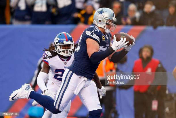 Jason Witten of the Dallas Cowboys hauls in a touchdown reception against Brandon Dixon of the New York Giants on December 10 2017 at MetLife Stadium...