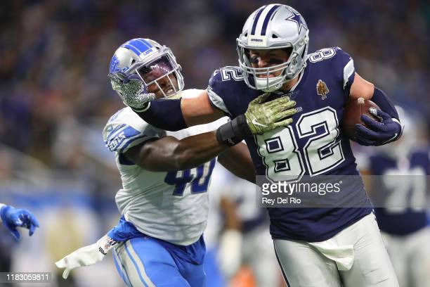Jason Witten of the Dallas Cowboys makes a catch in the third quarter of the game against Jarrad Davis of the Detroit Lions at Ford Field on November...