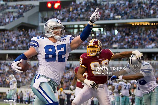 Jason Witten of the Dallas Cowboys scores a touchdown against the Washington Redskins at Cowboys Stadium on December 19 2010 in Arlington Texas The...