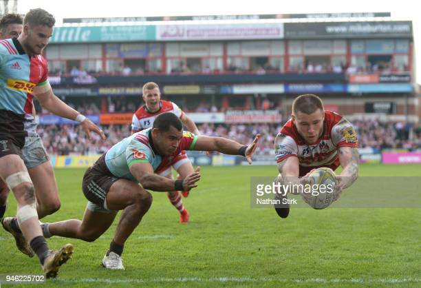 Jason Woodward of Gloucester scores a try during the Aviva Premiership match between Gloucester Rugby and Harlequins at Kingsholm Stadium on April...