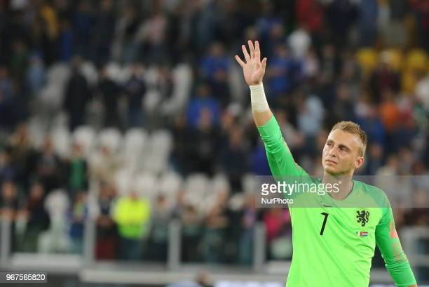 Jasper Cillessen greets the fans after the friendly football match between Italy and Holland at Allianz Stadium on June 04 2018 in Turin Italy Final...