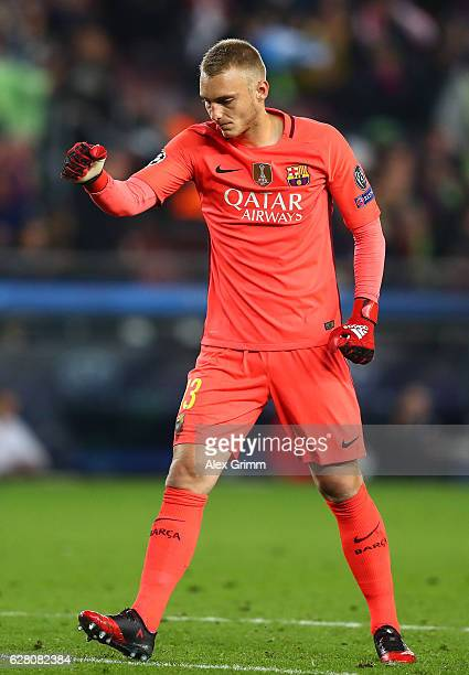 Jasper Cillessen of Barcelona celebrate his sides winning after the final whistle during the UEFA Champions League Group C match between FC Barcelona...