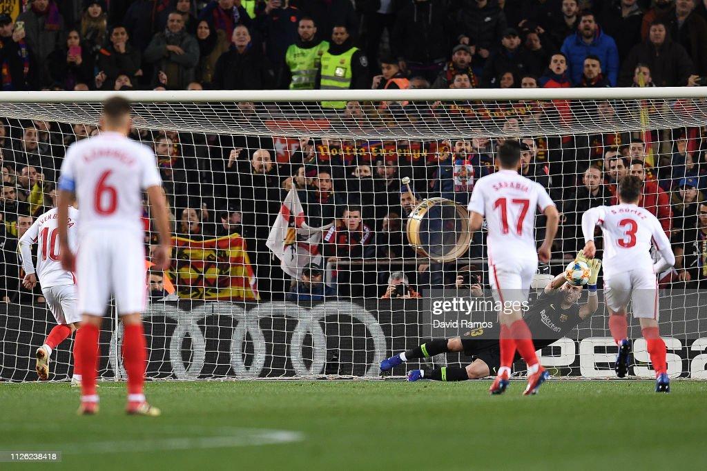 FC Barcelona v Sevilla - Copa del Rey Quarter Final : Fotografía de noticias