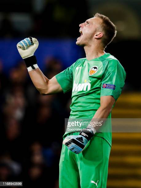 Jasper Cillessen of Valencia CF celebrate the 01 during the UEFA Champions League match between Chelsea v Valencia at the Stamford Bridge on...