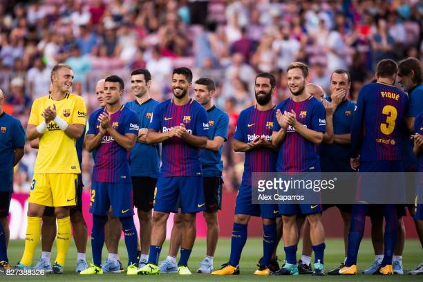 R Jasper Cillessen Rafinha Luis Suarez Arda Turan and Ivan Rakitic of FC Barcelona applaud before the Joan Gamper Trophy match between FC Barcelona...