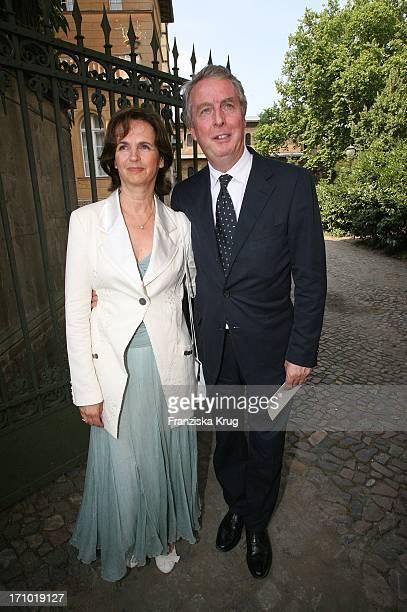 Jauch Hochzeit Rolf Schmidt Holz Und Seine Ehefrau Monika Vor Der Kirche Vor Der Trauung Am 070706